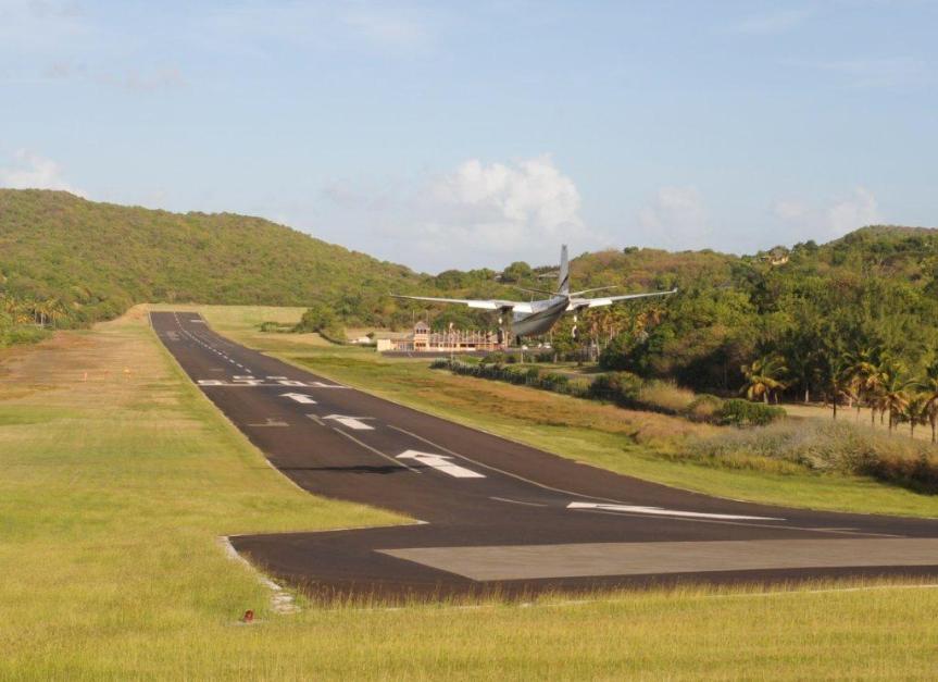 Mustique-Airport